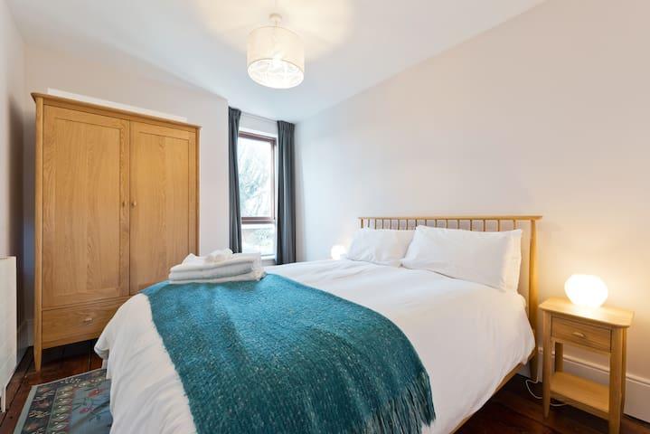 Longwood Avenue - King Bedroom