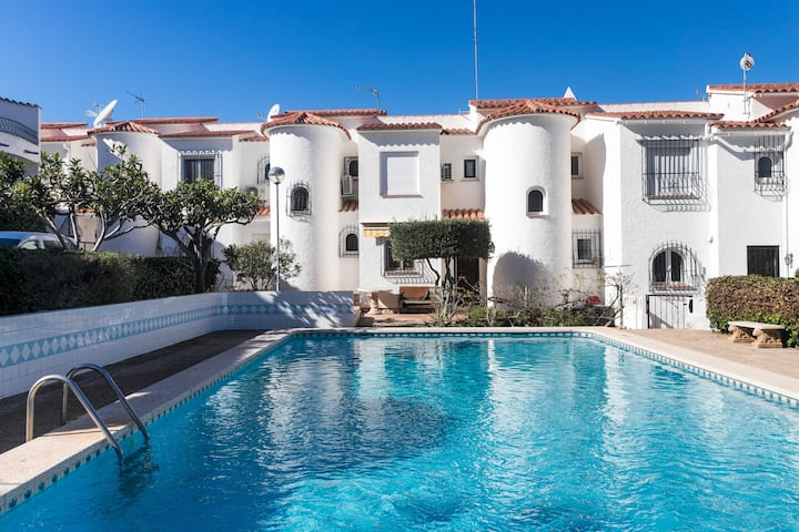 NEW Charming townhouse with pool,500 m from beach