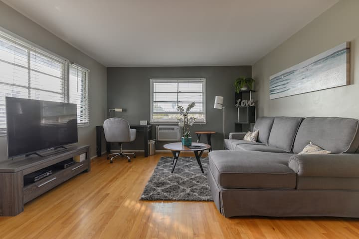 Walking distance to Gold Line, Cozy & Specious Apt