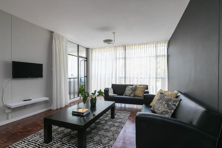 Spacious 2 bed retreat in the heart of Sandton CBD