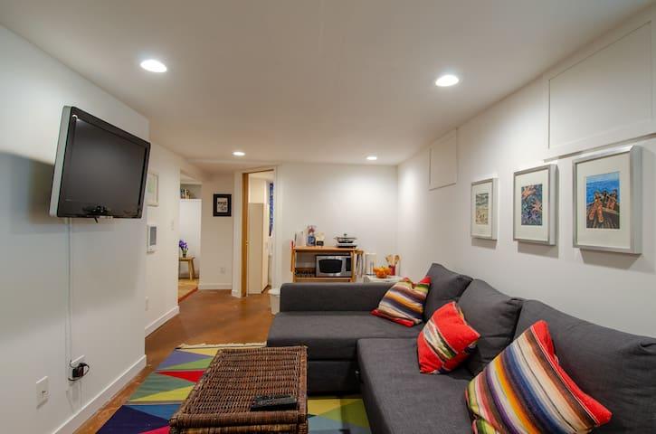 Bright and cozy studio in Carlyon!