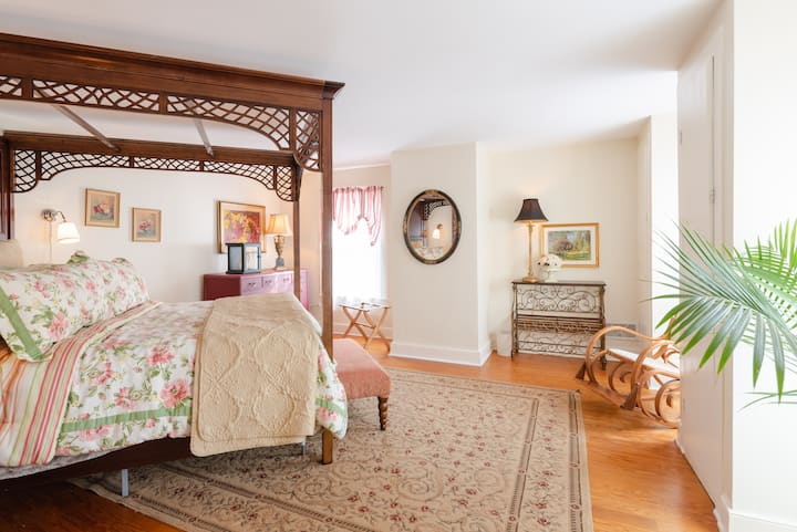 Charming, Historic | For Dog Lovers | Barber Room