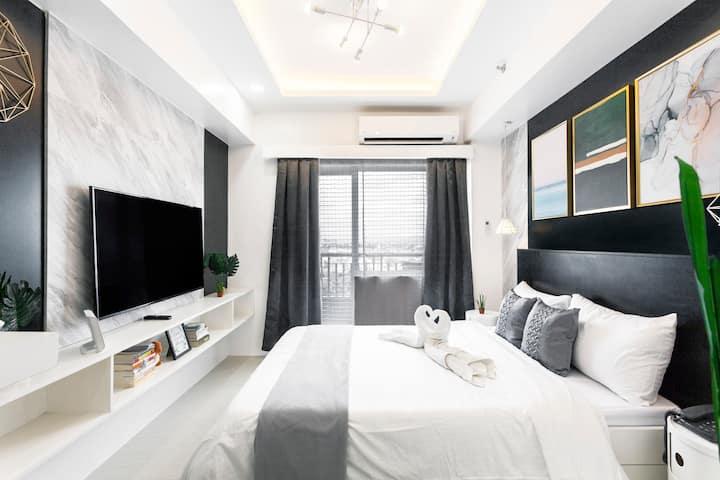 Bright Modern Minimalist Home | WIFI | NETFLIX