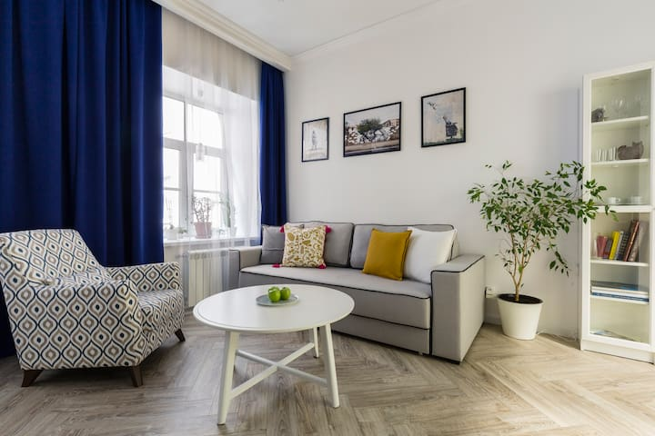 Bright apartment near Kazan Cathedral and Nevsky