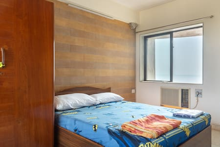 Sea Front - Big Airy bedroom