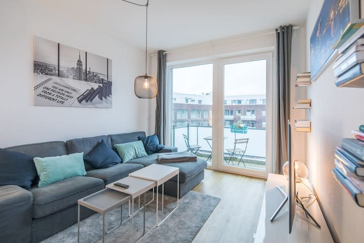 Luxury 2BR! 15 min to Airport, above Rewe! Netflix
