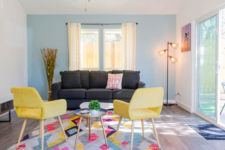 New & Trendy Stay, just minutes to Downtown, ATX!