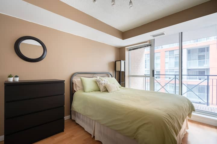 Modern Condo in the Heart of Toronto- FREE Parking