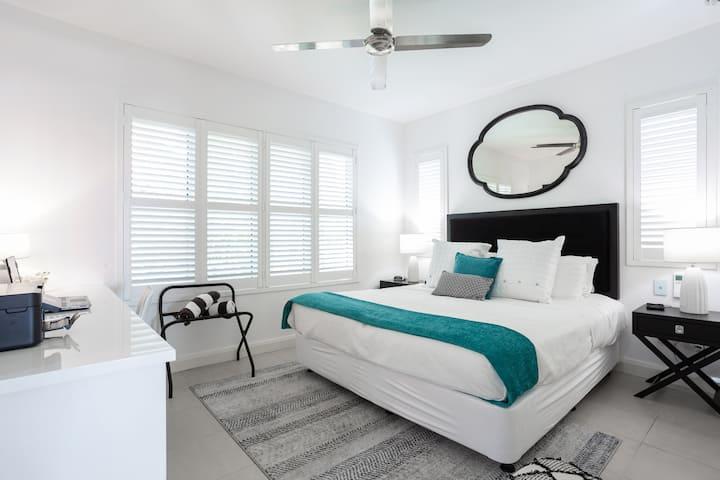 The Escape Luxury Apartment -1
