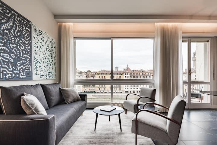 Ponte Vecchio Suite with balcony on Arno river