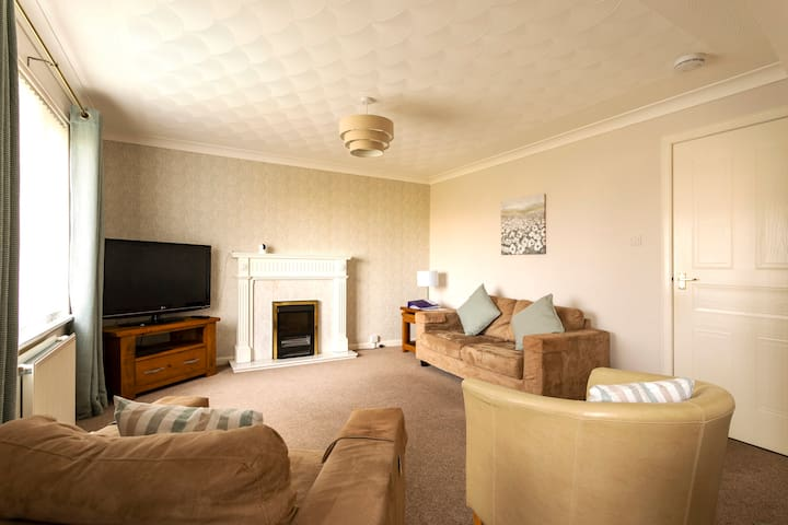 Prestwick apartment, 2 bedroom, private parking