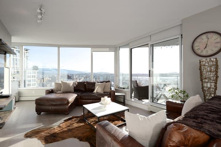Luxury 2 bdrm condo in the sky, views views views