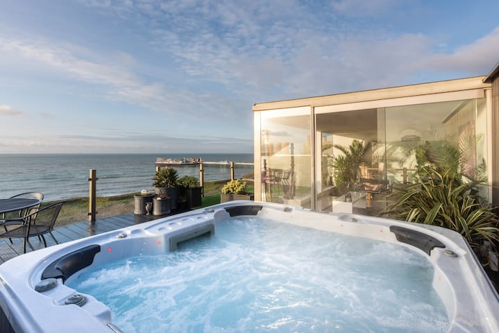 Spectacular FRONTLINE sea view PENTHOUSE + HOT TUB