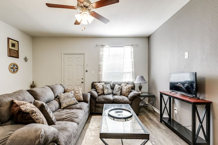 Charming 3 Bedroom 2.5 bath, thoroughly sanitized!