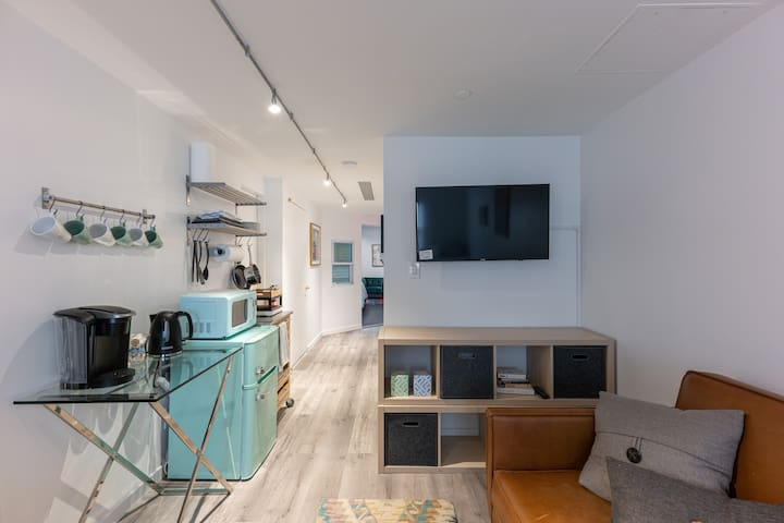 Unique 1 bed apt in HEART of shopping district