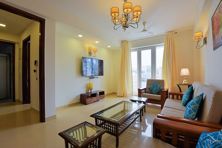 SUPER LUXURY 3BHK♥GREEN PARK♦NEAR AIIMS-PARKING