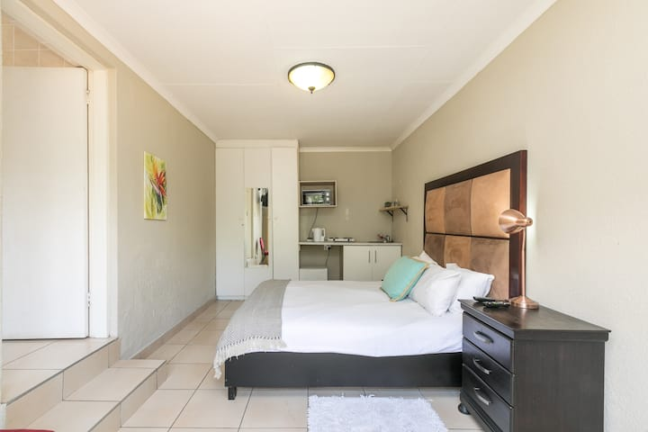 COVID19 Clean self-catering guest suite ~ Midrand2