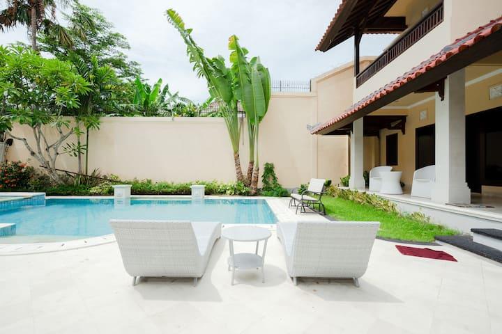 Room #12 for Rent Vila Kimberly D17 @ NusaDua BALI