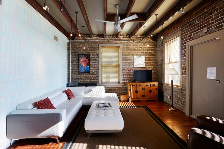 Telfair Loft 413: Downtown Savannah's Heart