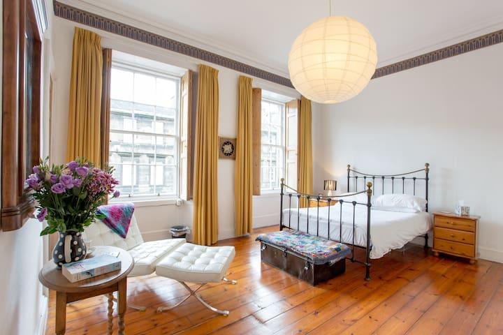 Fabulous, spacious  New Town apartment