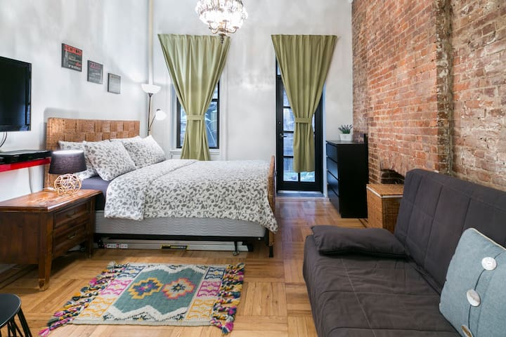 CHARMING NYC Studio Loft NEAR SOHO!