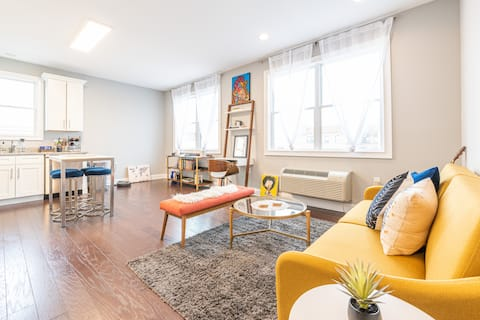 bright/boutique space, trendy area, 15 min to NYC