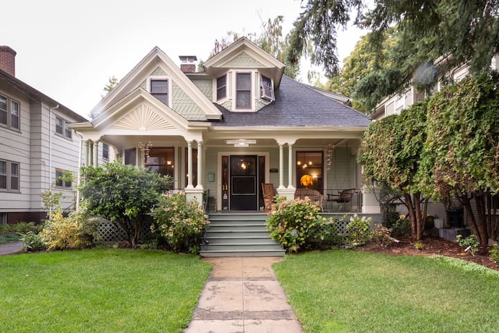 Victorian home walk to Lloyd & Convention Center
