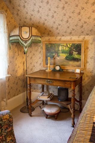 writing desk in the Master