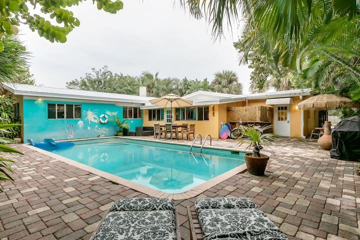 Modern, Cozy, Pool House by Beach-Free Bike Rental