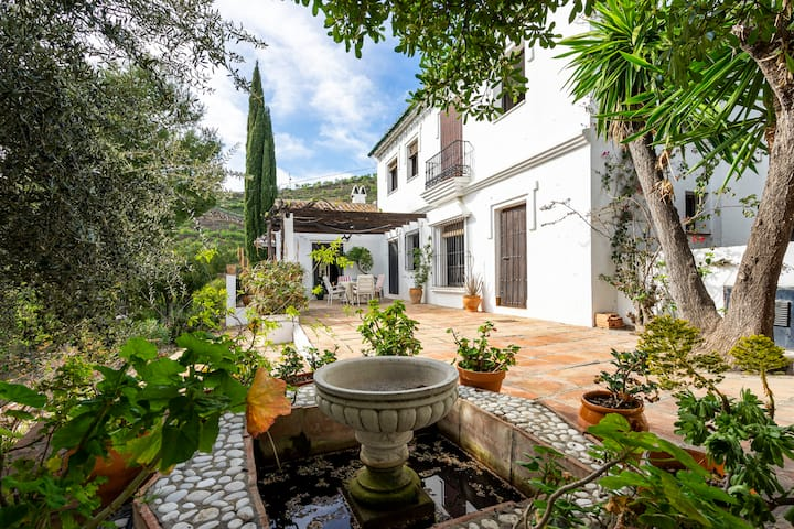 Villa and Annexe with Private Pool and Garden