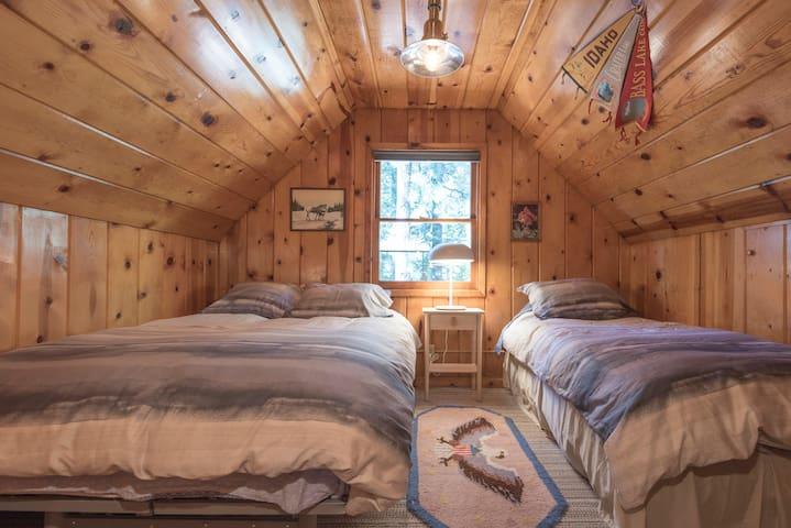 Upstairs bedroom..Queen bed plus twin bed