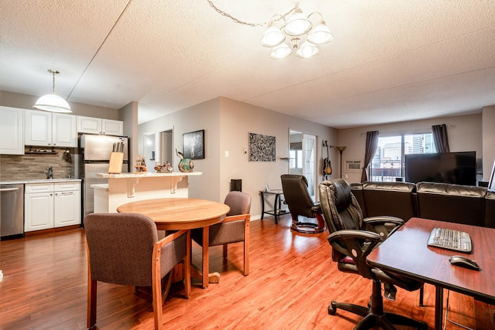 Spacious Shared Condo, Downtown Location!