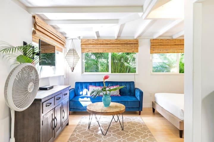 Newly Renovated! Garden Studio Cottage