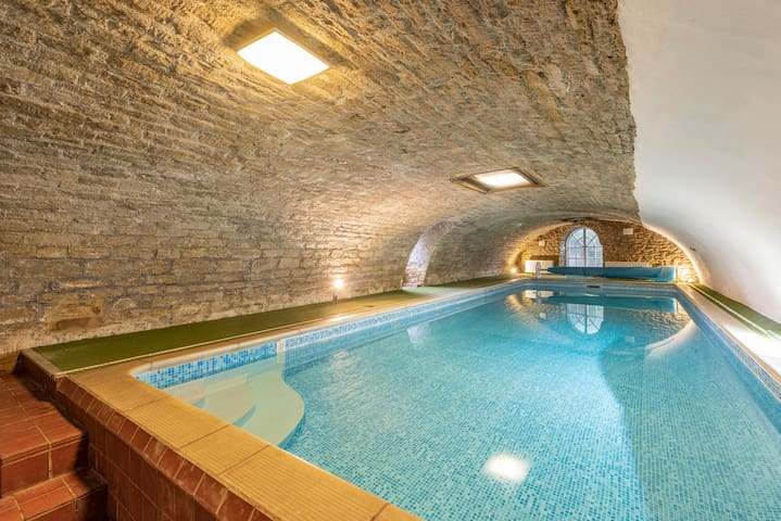 ★Cornhouse Swim Relax Karaoke Hot Tub - Sleeps 15★