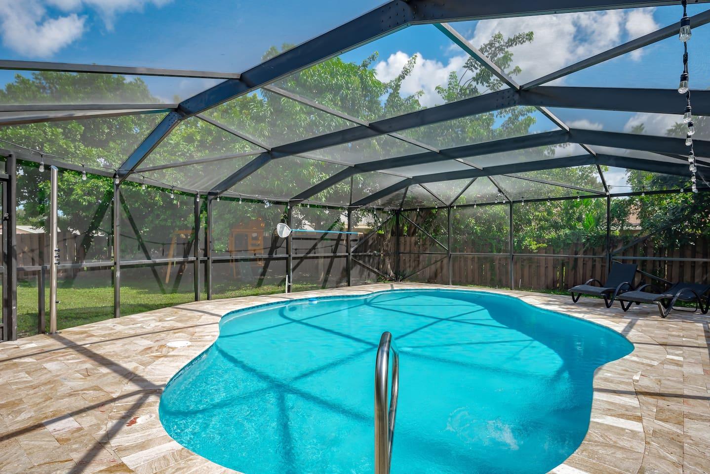 Brand New Pool Area, Heated Saltwaterpool, Stainless Steel Shower, Travertine Pavers.