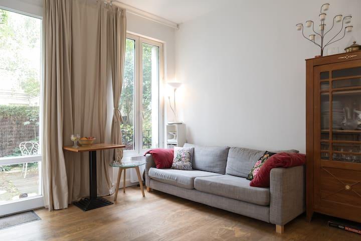 Petit appartement fonctionnel avec jardin