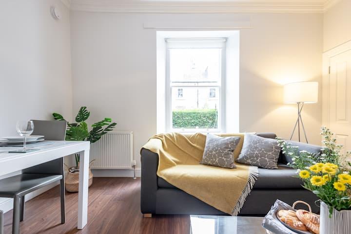 Stylish garden flat with own entrance, Stockbridge