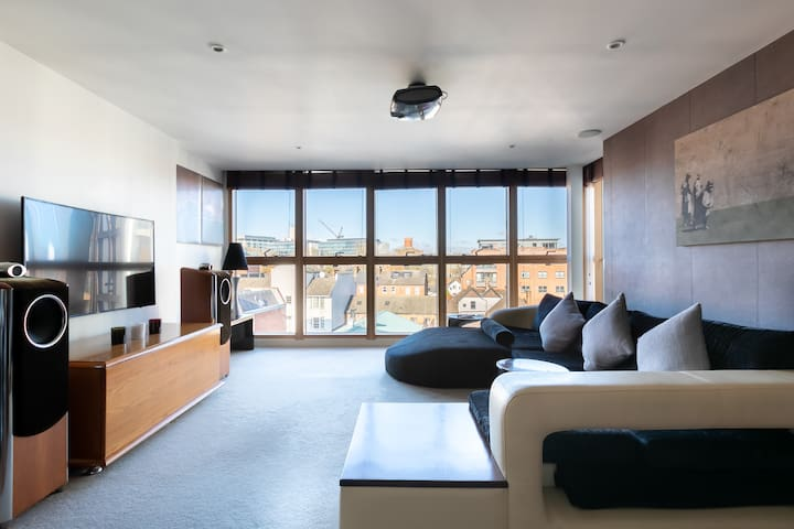 5* LUXURY 1300 Sq ft  2Bed 2Bath - Centre (Canal)