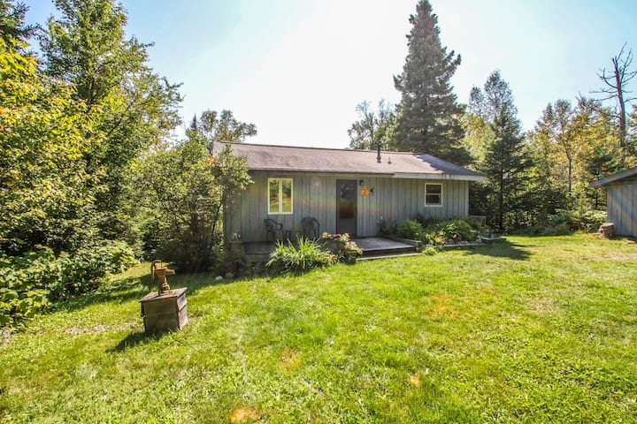 Caribou Crossing is a cozy cottage on Caribou Lake with large deck perfect for sun bathing and bird watching
