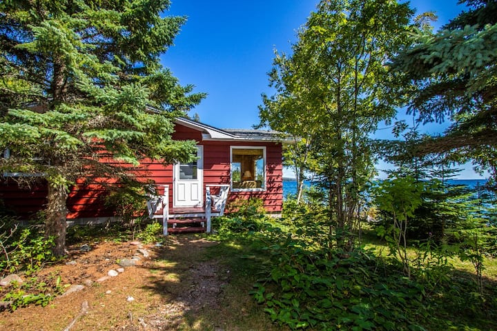Grand Vu is a beautiful and quaint vacation rental cottage in Lutsen, MN on the desirable Cascade Beach Road