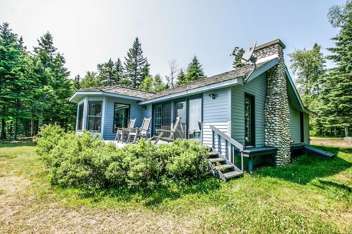 Seacliff is one of our favorite vacation homes along the Lake Superior coastline, located in Lutsen, MN