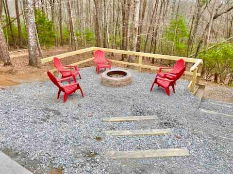 ★Perfect Cabin for Oktoberfest & Guest Favorite in Helen, GA with Firepit★