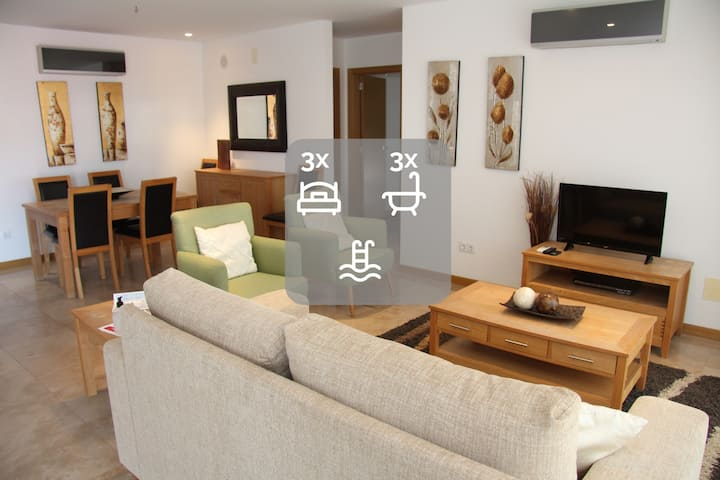 Baia Residence II - 3  Bedroom Holiday Apartment By SCH012