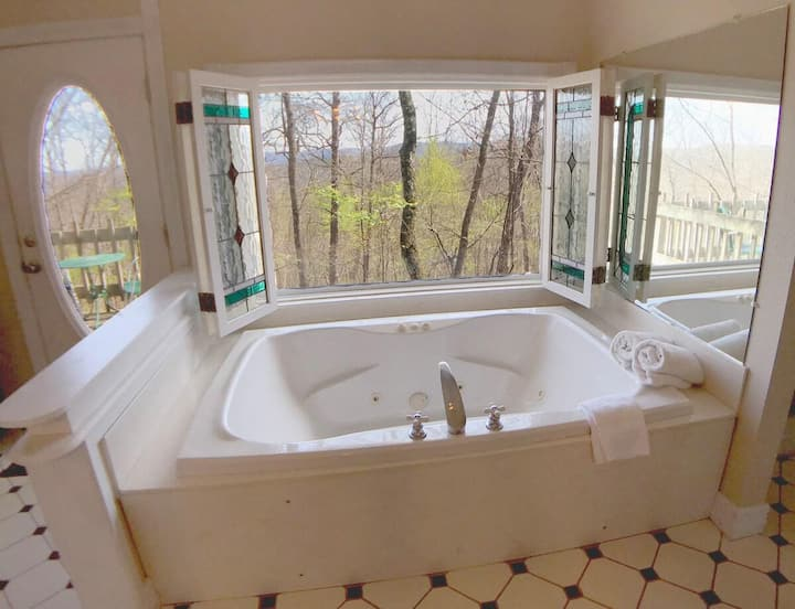 King Bed, Giant Spa Tub, Kitchen, Secluded, Private Deck