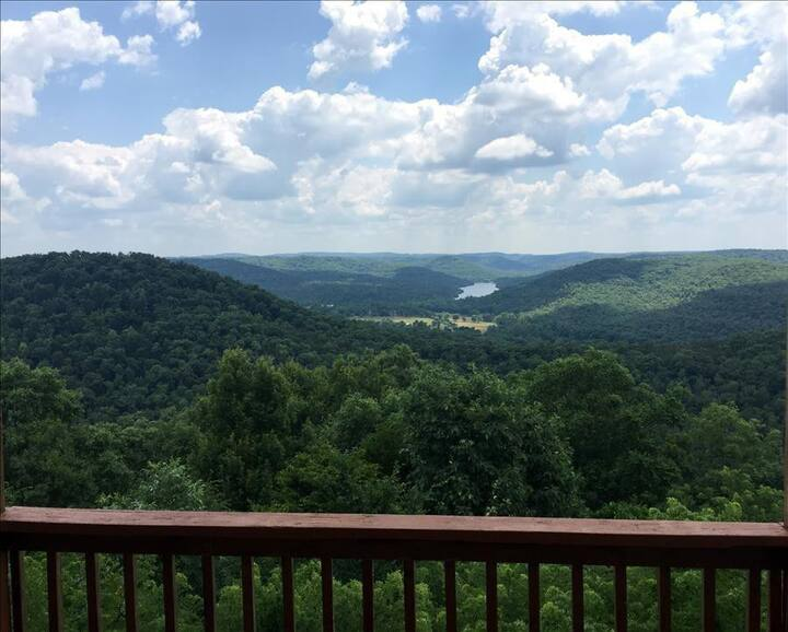 Victory View, Giant Vista of Lake Leatherwood Valley, Large Decks, Spa Tub for Two, Fireplace