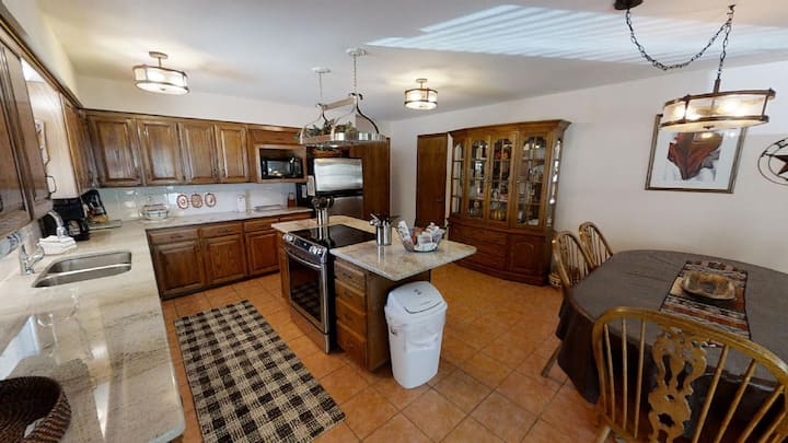 4TH Quarter - In Town - On The River, Fish from the Banks - Single Level Ranch - Satellite - WiFi - Washer/Dryer - Wood Stove - Garage Parking - Outdoor Picnic Area - Fire Pit w/Seating - Gas Grill - Walk to Town!
