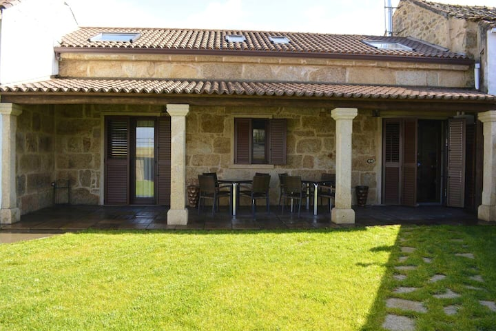 House with 4 bedrooms in Cambados, Pontevedra, with wonderful sea view, enclosed garden and WiFi