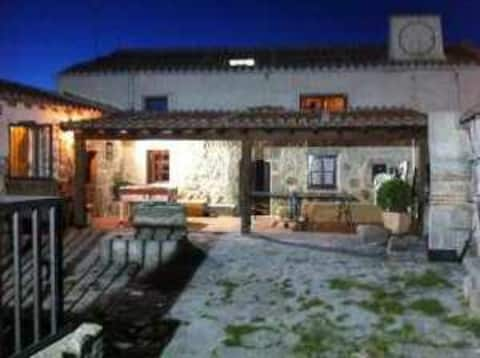 Casa rural de 16 a 20 con piscina cubierta privada
