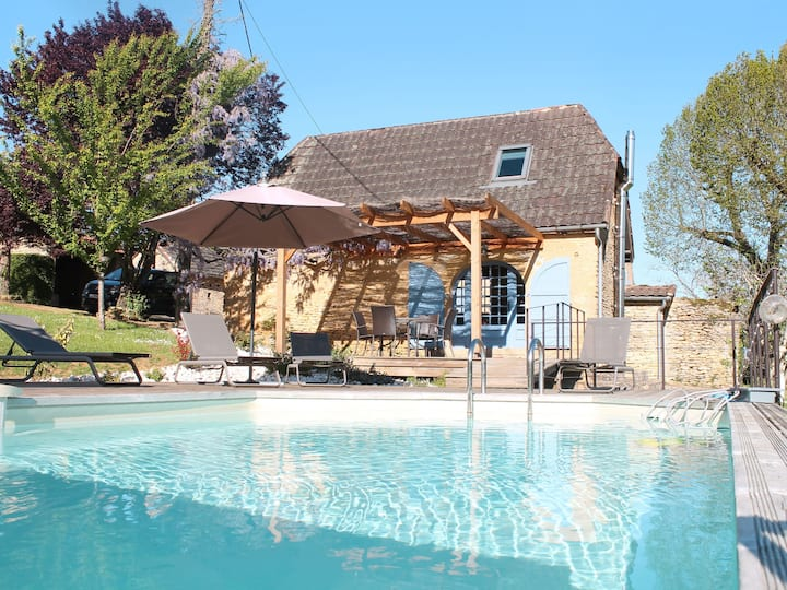 Les Combes (LCX201) for 4 persons.