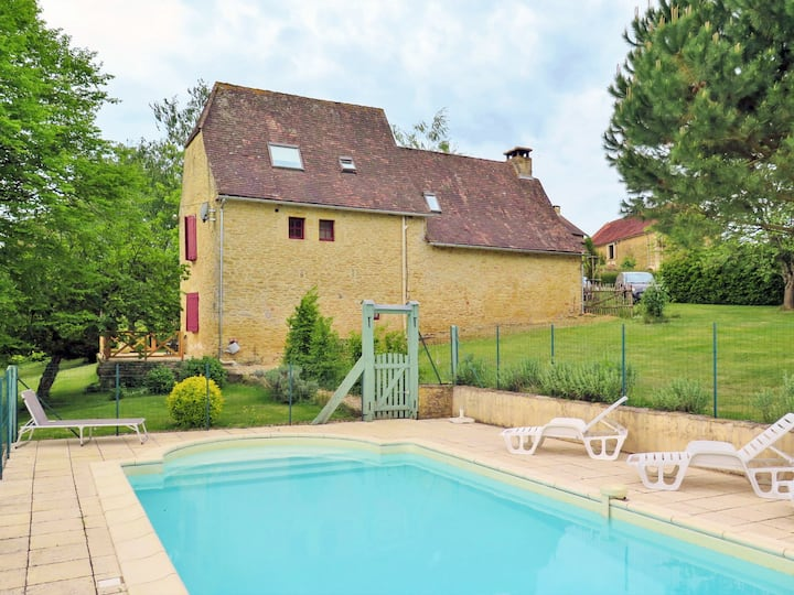Charming countryside stone house with garden, bbq, pool and parking